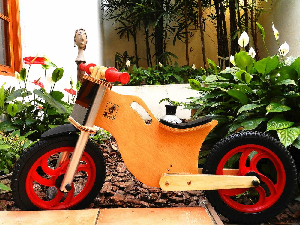 Bicicleta sem pedal BBike vermelha