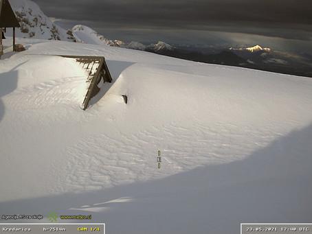 5 metri di neve al suolo ad alta quota sulle Alpi Giulie, mai così tanta a fine maggio in 70 anni