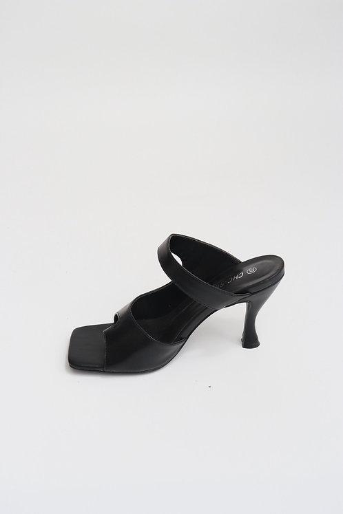 Sandales à talons et entredoigt