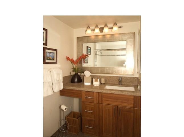Kamaole Sands #7 Master bath with bath tub