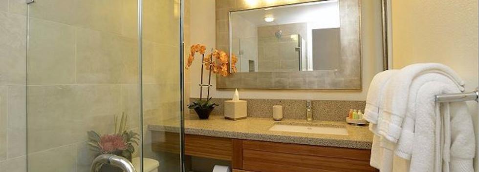 Kamaole Sands #7 Guest Bathroom