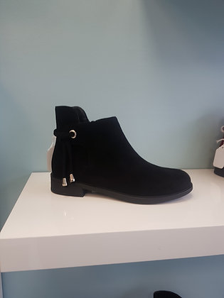 BLACK FLAT BOOT WITH ANKLE DETAIL