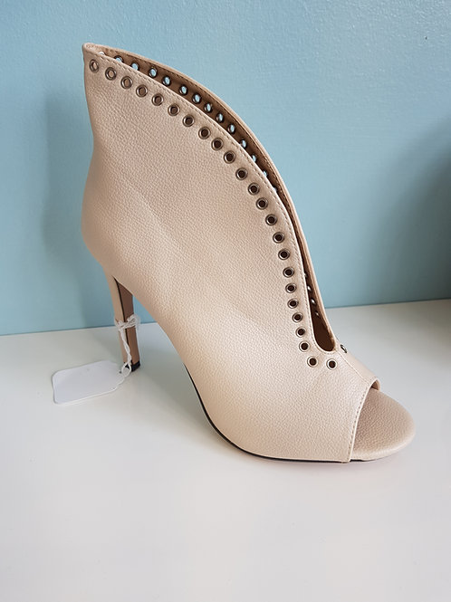 CREAM SHOE BOOT WITH OPEN TOE