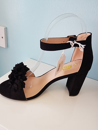 BLACK MID HEEL SANDAL WITH RUFFLE TOE STRAP