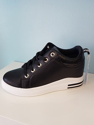 BLACK WEDGE TRAINER WITH BLACK TRIM