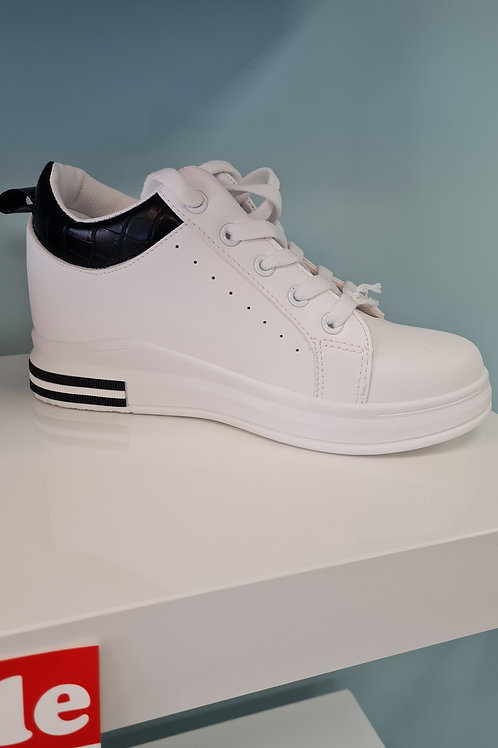 WHITE WEDGE TRAINER WITH BLACK TRIM
