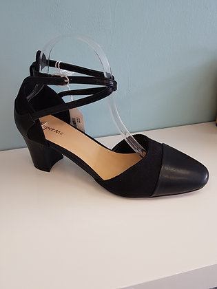 BLACK BLOCK HEEL WITH CROSS OVER ANKLE STRAP