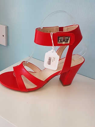 RED MID HEEL SANDAL WITH BUCKLE STRAP