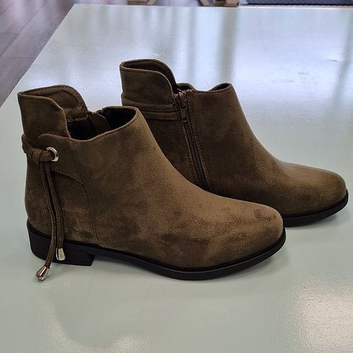MR-10 OLIVE FLAT BOOT WITH ANKLE DETAIL
