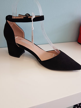 BLACK MID HEEL WITH ANKLE STRAP