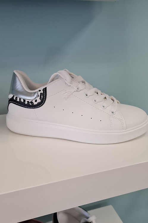WHITE  TRAINER WITH SILVER/BK TRIM