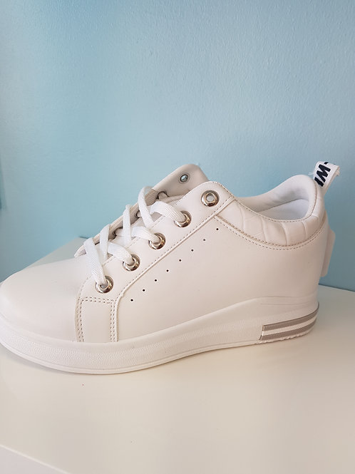 WHITE WEDGE TRAINER WITH SILVER TRIM