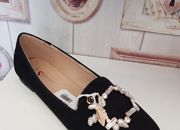 BLACK PUMP WITH DECORATIVE DETAIL