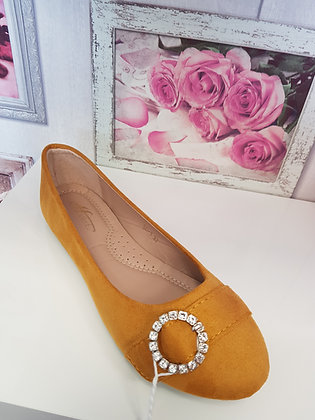 YELLOW  PUMP WITH DIAMANTE BROOCH