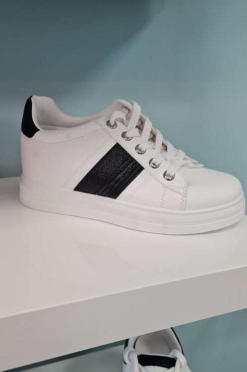 WHITE WEDGE TRAINER WITH BLACK SIDE DETAIL