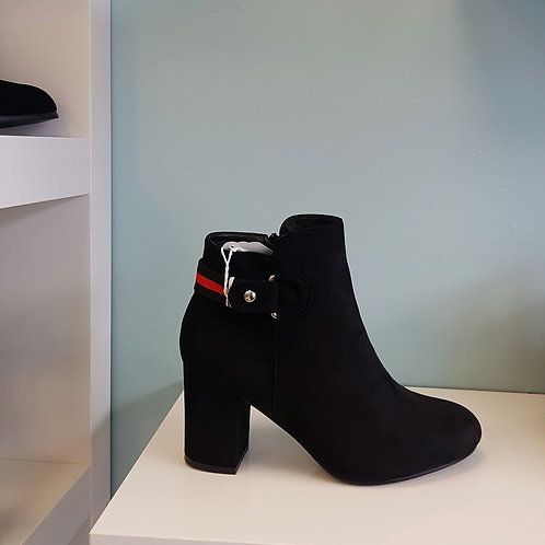 135-43 BLACK BOOT WITH RED AND BLACK STRIPE
