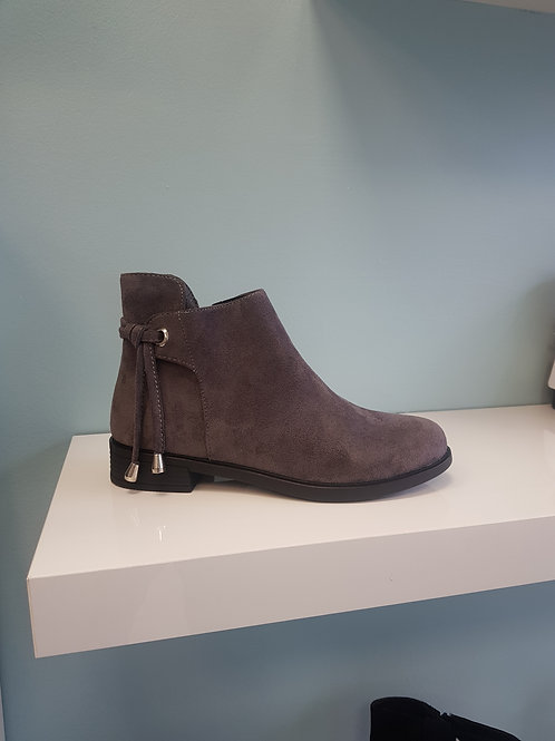 MR-10 GREY FLAT BOOT WITH ANKLE DETAIL
