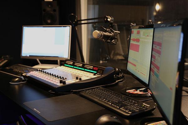 Studio radio - noir.jpg