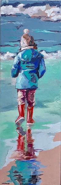 Les pieds dans l'eau   Peinture de Mathilde Grimaud Enfant jouant avec les vagues sur une plage de Bretagne. 20X60 cm