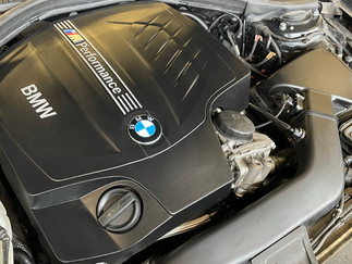 BMW M135i Motorblok NA Reiniging