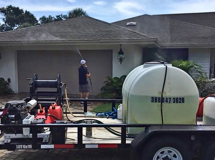 soft washing Florida home - dykes pressure cleaning