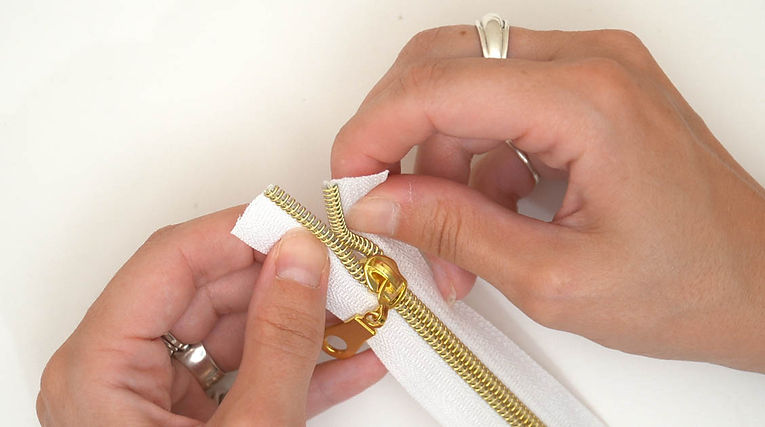 How to knit a zipper back together step