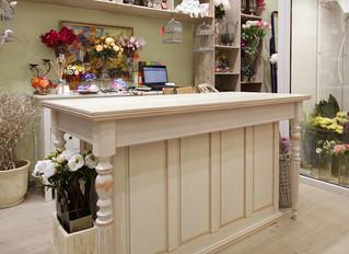 Стеллаж и стол для цветочной мастерской