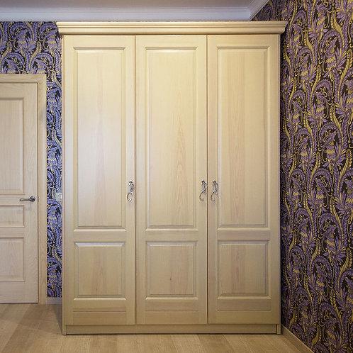 Шкаф платяной трехдверный