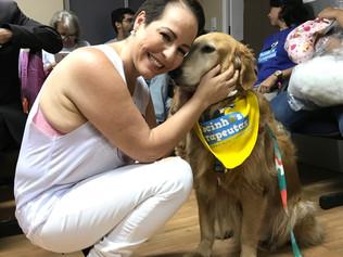 Pacientes recebem auxílio de cães no tratamento de câncer no Hospital Cliom