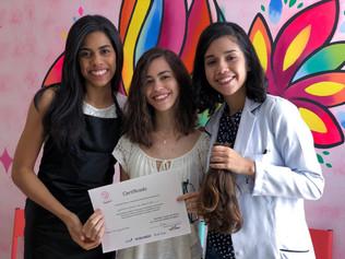 Hospital Cliom oferece cortes de cabelo gratuitos para doadoras de mechas