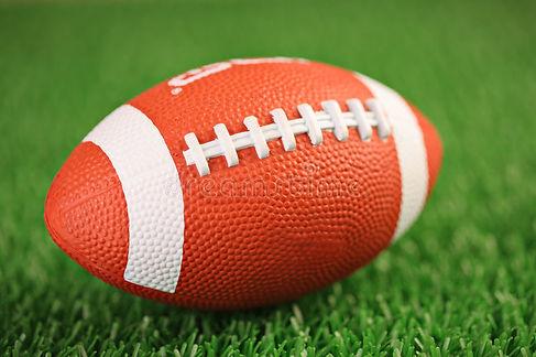 esfera-de-rugby-em-uma-grama-6165667.jpg