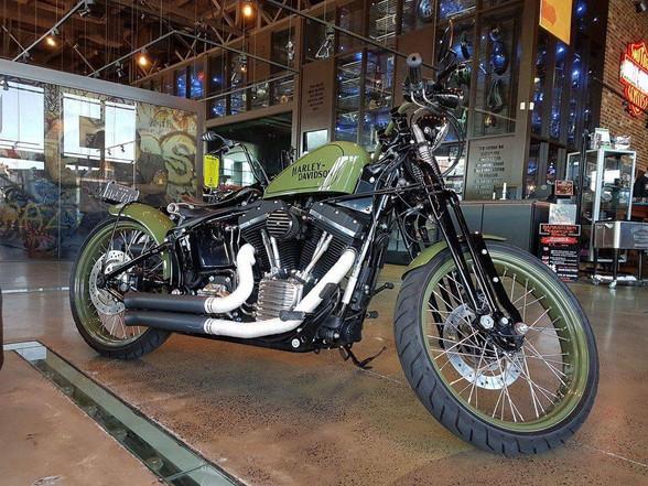 Vintage style Harley-Davidson board tracker