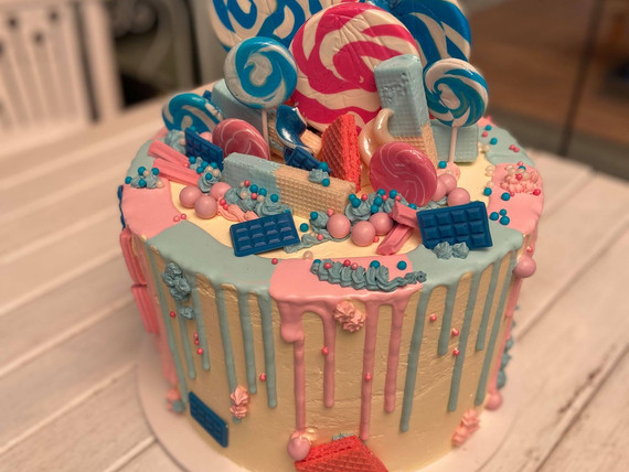 The cake looked amazing and it tasted just as good as it looked it was nice and fresh the decorations made the cake pop