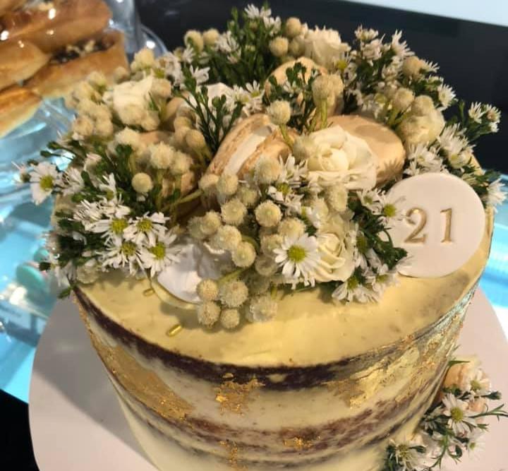 Cake ready. Thank you Little Mode Cupcakery for a fabulous cake xxxxx