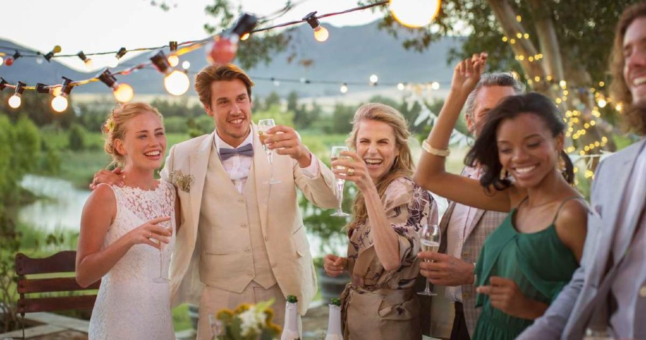 Things Guests Should Never Wear To A Wedding
