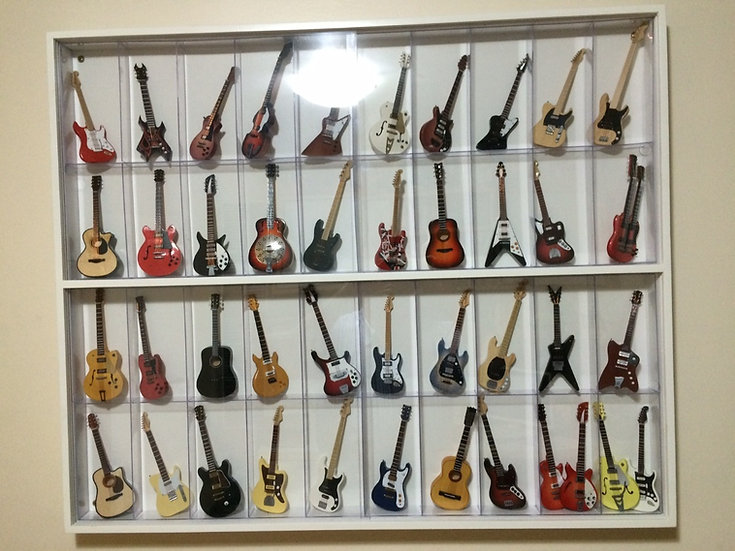 Estante Expositor 40 Mini Guitarras - Guitar Collection