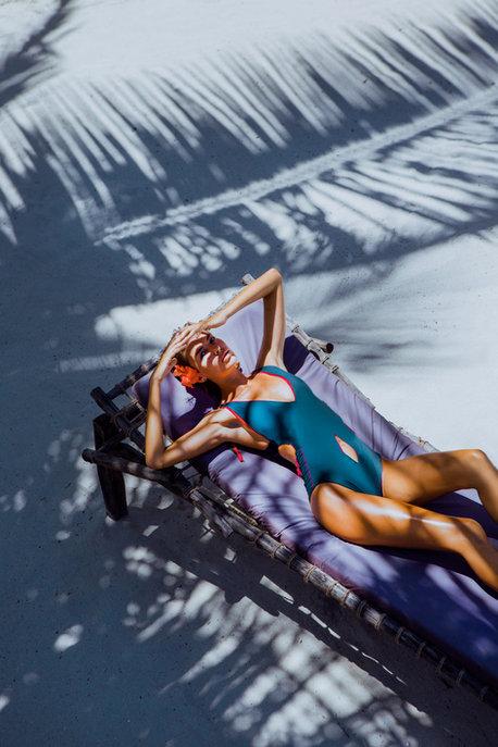 Lightroom-CC-Presets-Women-under-palm-tree-bikini-bluejpg