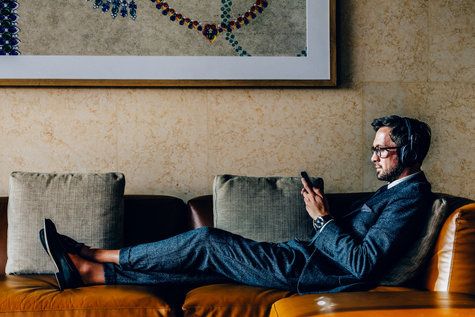 Lightroom-CC-Preset-man-on-couch-mobile-phone