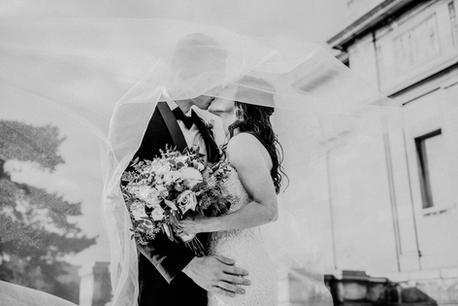 Wedding-Lightroom-Preset-Bride-Groom-Kiss-b&w