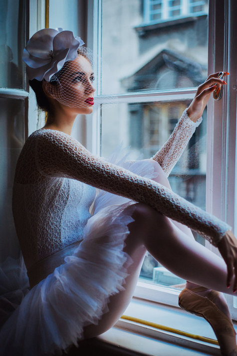 Lightroom-CC-Presets-Ballerina-sitting-window