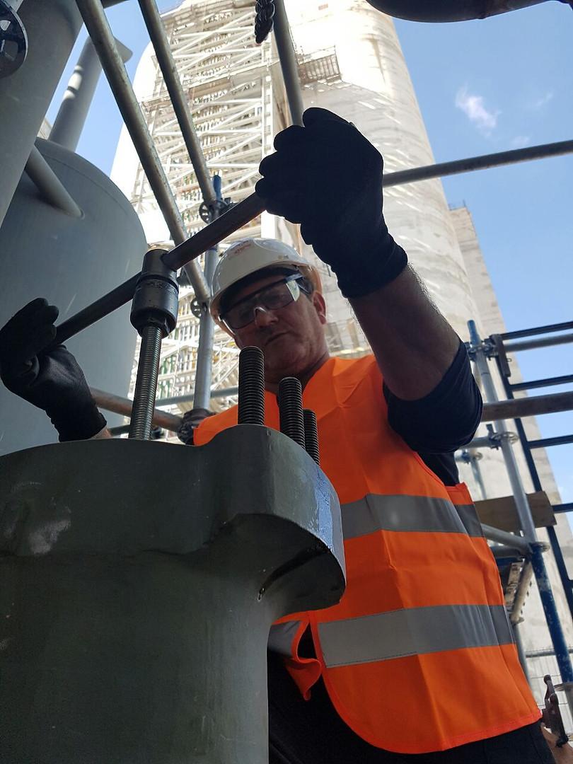 צוות מקצועי תחזוקה מפעלים וציוד תעשייה