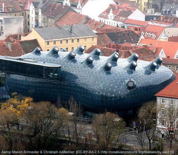 800px-Graz_Kunsthaus_vom_Schlossberg_200