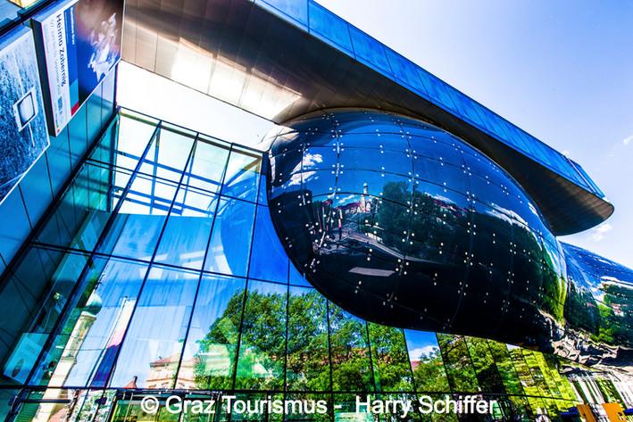 Kunsthaus_©_Graz_Tourismus_-__Harry_Schi