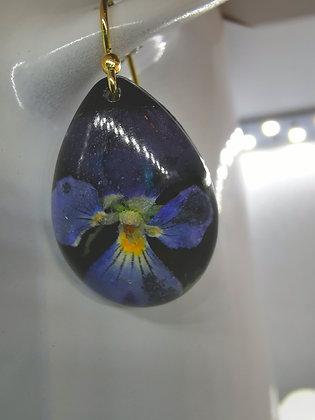Örhänge med violer (guldpläterade krokar)