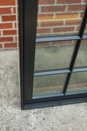 """Pushout casement showing up-close shot of the tall 7/8"""" putty SDL bar."""