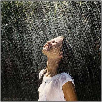 Подставить лицо летнему дождю