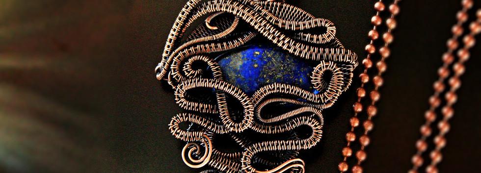 Copper Wire woven lapis lazuli pendant.j