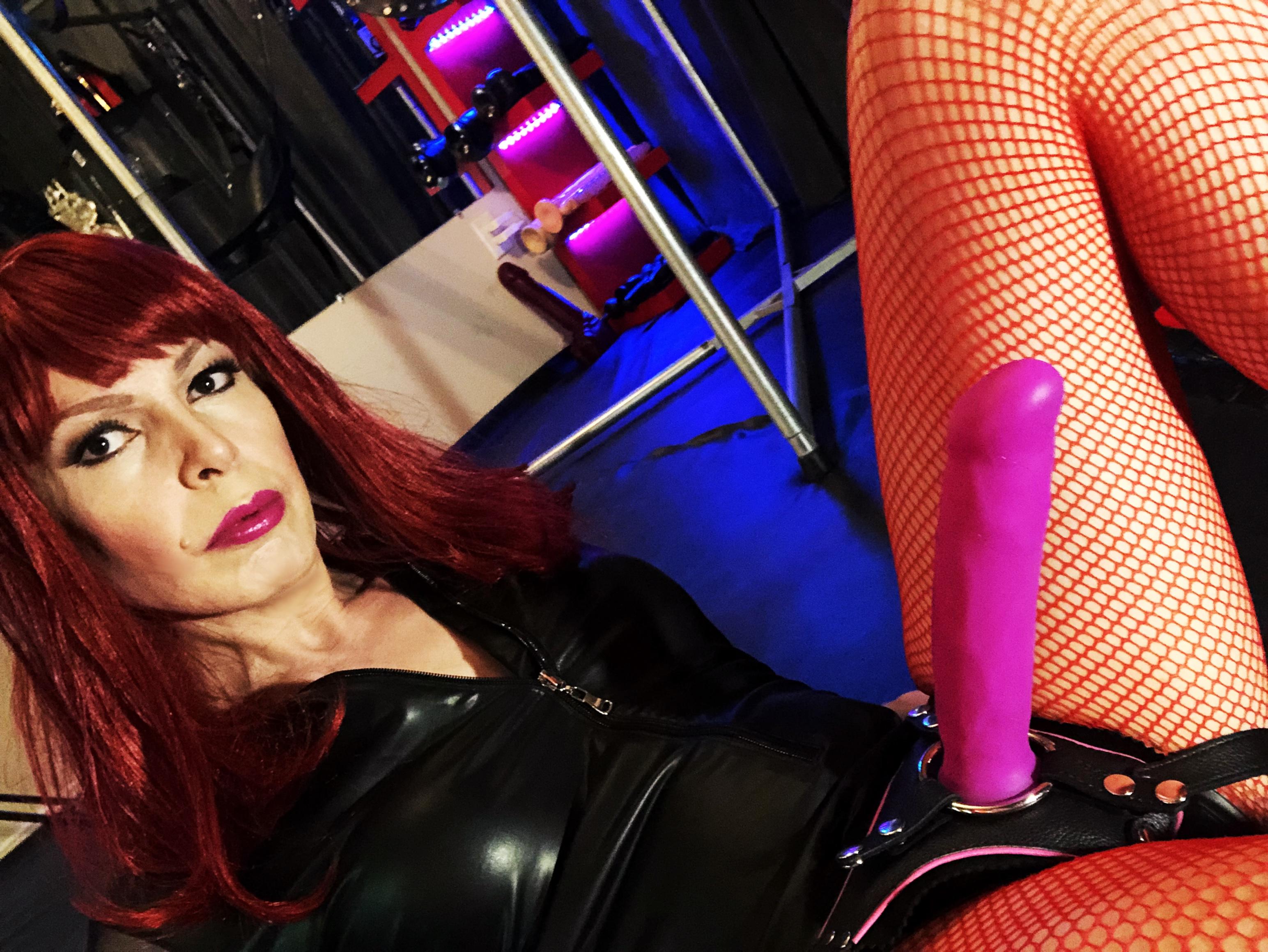 TS Mistress Vivian