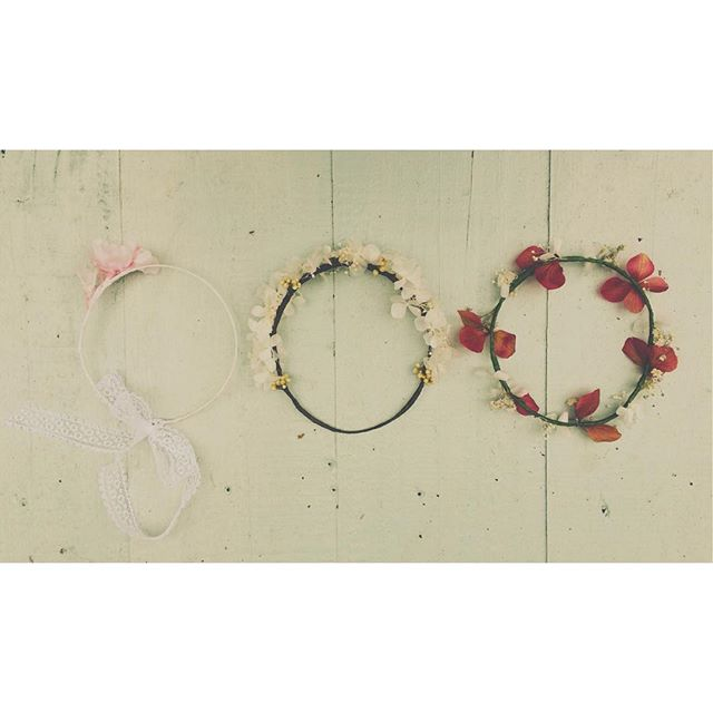 Three newborn flower crowns 🌸 so small! So cute #love #newborn #flowercrown #babygirl