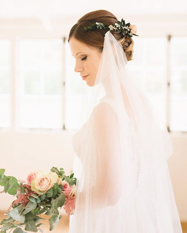Juliet veil with a preserved rose half crown 👌🏼 shows off your hair style and back of the dress wh